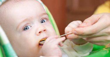 متى يأكل الطفل الزبادي بالسكر ؟