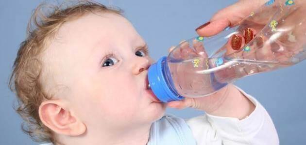اضرار شرب الماء للرضيع