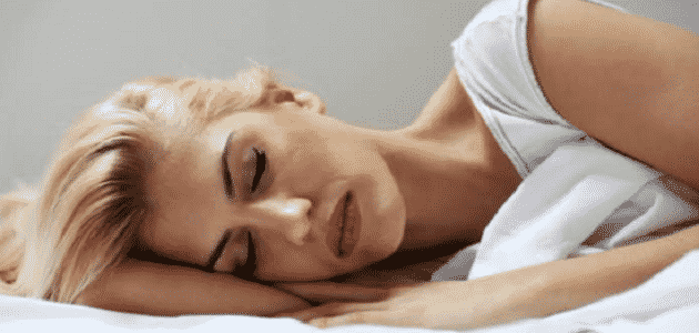 ما سبب الرعشة أثناء النوم