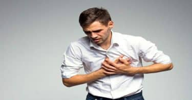 هل مرض القولون يسبب خفقان القلب