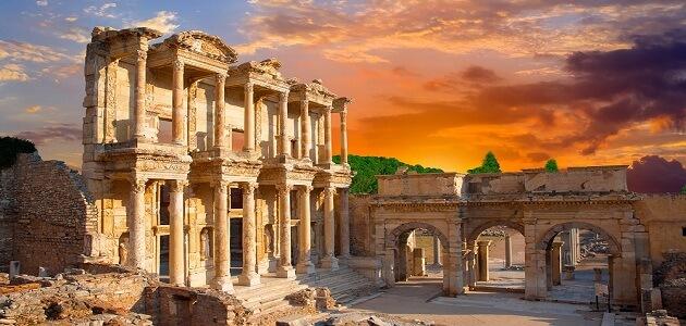 بحث عن الدولة القديمة وأشهر ملوكها