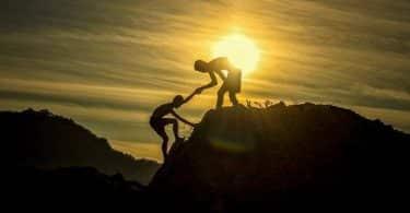 10 مقولات رائعة عن الإصرار والعزيمة لبلوغ النجاح الساحق في الحياة