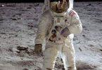 من هو أول من مشى على سطح القمر