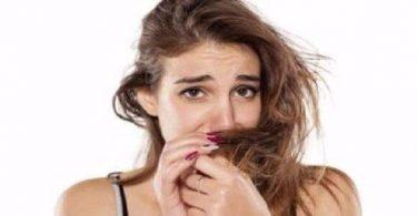 زيوت طبيعية لعلاج رائحة الشعر الكريهة بعد الاستحمام