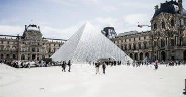 أكبر متحف عالمي يقع في باريس