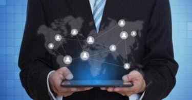 الثورة المعلوماتية والعلاقات الإنسانية والاجتماعية