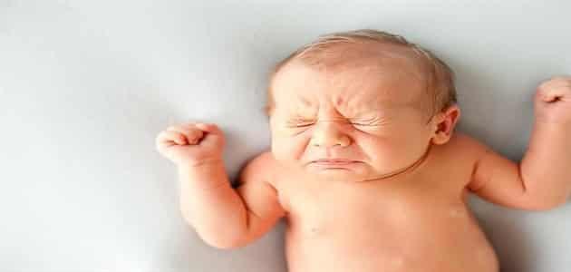 لماذا حركات المولود الجديد لا إرادية وعشوائية