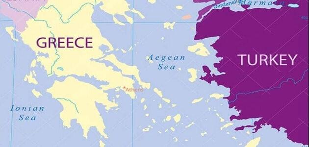 ما هو البحر الذي يفصل بين تركيا واليونان