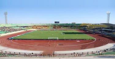 اين يقع ملعب مبارك الدولي بالتفصيل