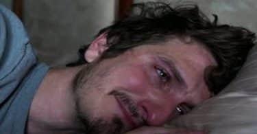 ما هي علامات حزن الرجل على فراق حبيبته