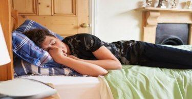 اسباب النوم الكثير واضراره على الصحة