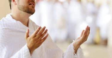حكم مسح الوجه بعد الدعاء في الصلاة
