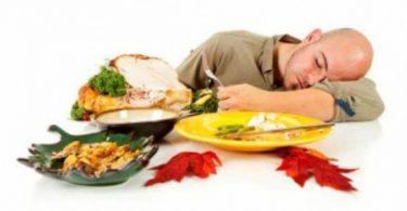 خطورة النوم بعد الأكل