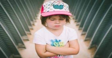 كيفية التعامل مع الطفل العنيد بالتفصيل