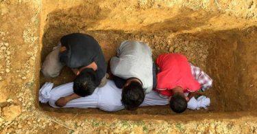 كيفية دفن الميت في القبر