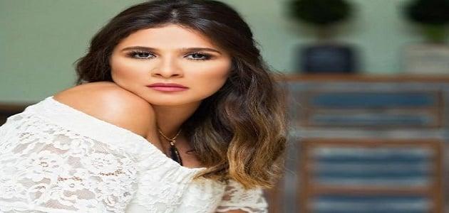 معلومات عن ياسمين عبدالعزيز