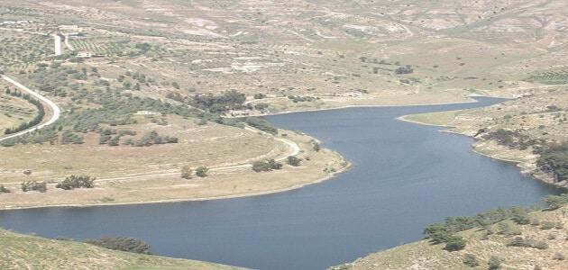 اين يقع سد الملك طلال (1)