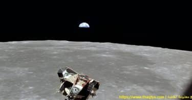 بحث حول رحلات الإنسان إلى القمر