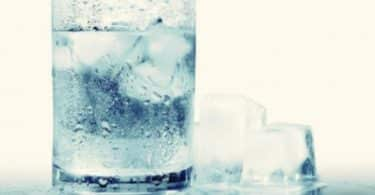 أضرار تناول الماء المثلج على الإفطار