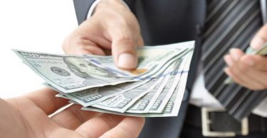 تفسير رؤية اعطاء المال في المنام