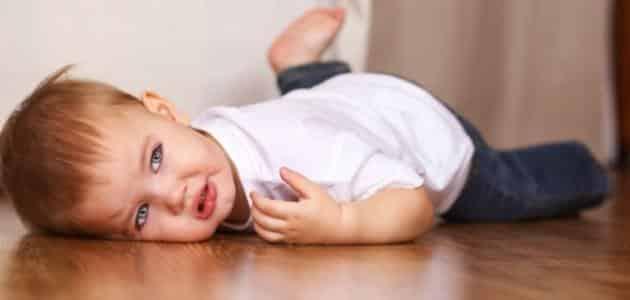 خطورة سقوط الطفل على راسه