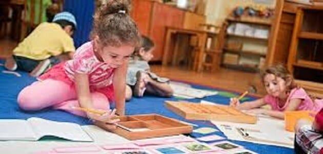 طريقة منتسوري لتعليم الحروف وأهم برنامج الإعداد القراءة والكتابة