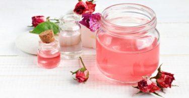 كيفية استخدام ماء الورد للبشرة؟ وفوائدها