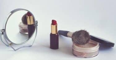 كيف تصنع مواد التجميل
