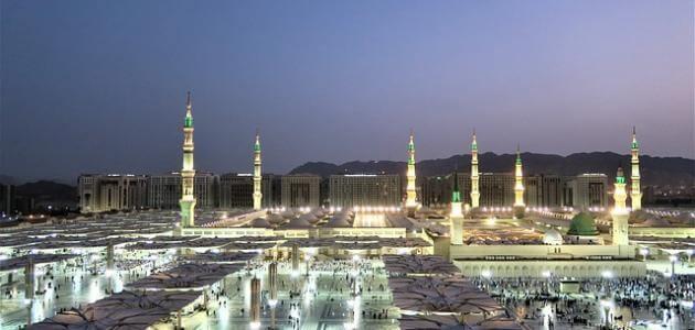 ما هي المسافة بين الرياض والمدينة ومساحة كل منهما