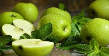 التفاح الاخضر على الريق