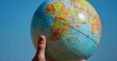 الكرة الارضية وخط الاستواء