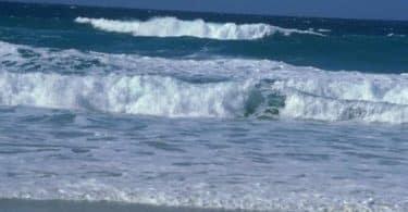 كلام عن البحر والغيوم
