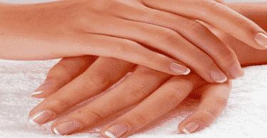 تشقق اليدين من مواد التنظيف