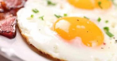 عدد السعرات الحرارية في البيض المقلي بزيت الزيتون