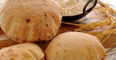 كم سعرة حرارية في رغيف الخبز المصري؟