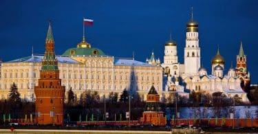 ماذا يطلق على مقر الحكم في روسيا؟