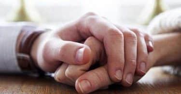 ما هي علامات حب الزوج لزوجته بجنون؟