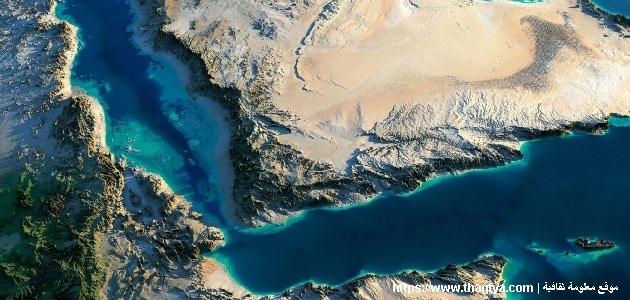 مضيق يربط بين البحر الأحمر وبحر العرب؟