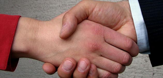 تفسير حلم شخص يمسك يدي بقوة معلومة ثقافية
