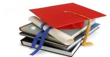 حلمت اني ادرس وانا متخرجه