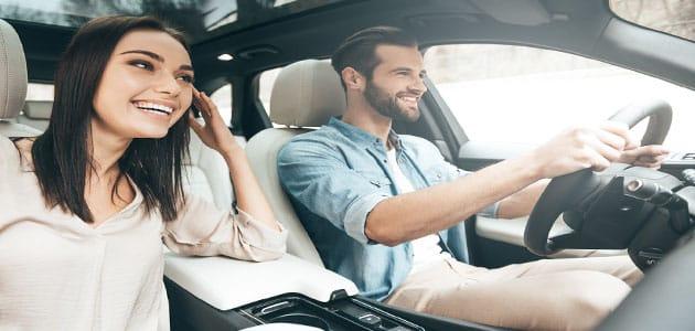 ركوب السيارة مع شخص معروف في المنام