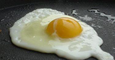 كم سعرة حرارية في البيض المقلي ؟