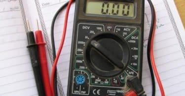 وحدة قياس قوة التيار الكهربائي ؟
