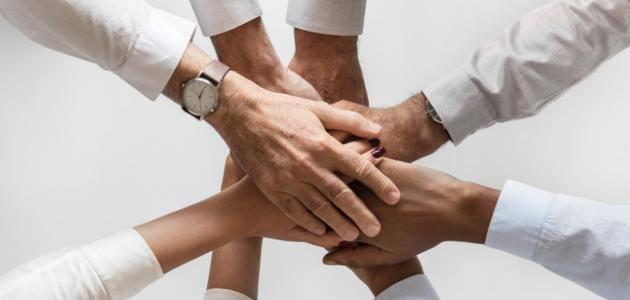 الفرق بين العمل الجماعي والعمل ضمن فريق