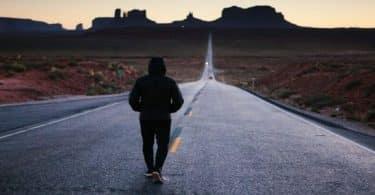 تفسير حلم المشي في الشارع للعزباء والمتزوجة والرجل