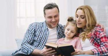 تفسير رؤية الأم والأب في المنام للعزباء والمتزوجة والرجل