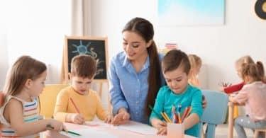 حلمت أني معلمة في المنام للعزباء