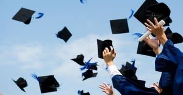 كلام عن التخرج من الجامعة