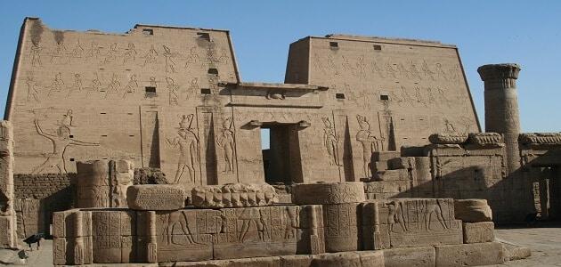 أنواع المعابد الفرعونية وكيفية بنائها ؟