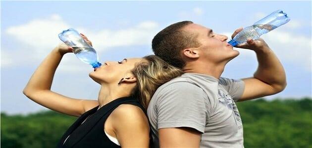 كم يحتاج الجسم من الماء يوميا حسب الوزن